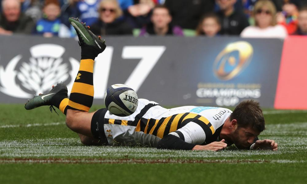 Wasp's Willie le Roux drops the ball as he dives over the try line.