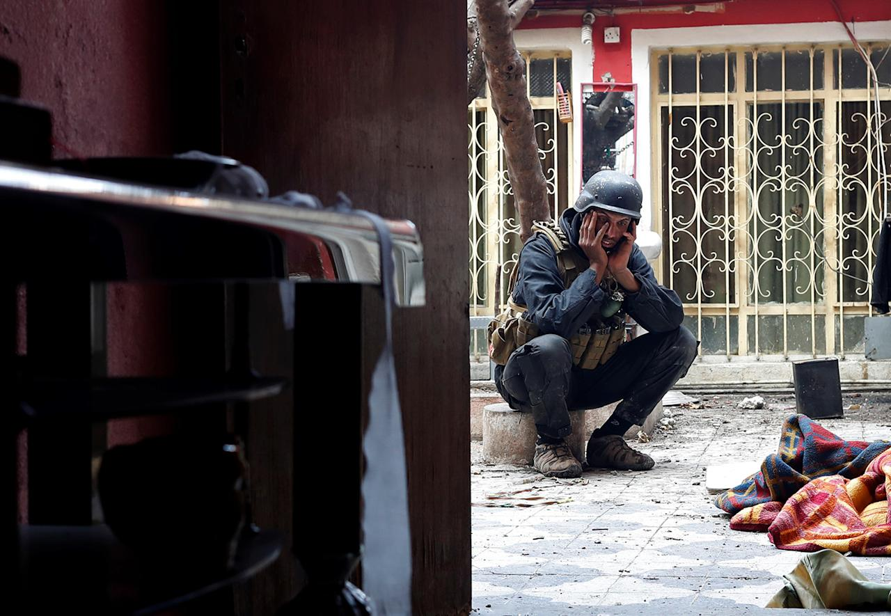 <p>An Iraqi special forces soldier reacts after Islamic State militants shot dead another Iraqi special forces soldier during a battle in Mosul, Iraq March 3, 2017 (Goran Tomasevic/Reuters) </p>