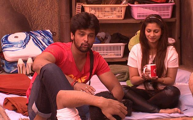 They both were seen involved in a verbal spat after Asif commented on Kushal's puppy love for Gauahar