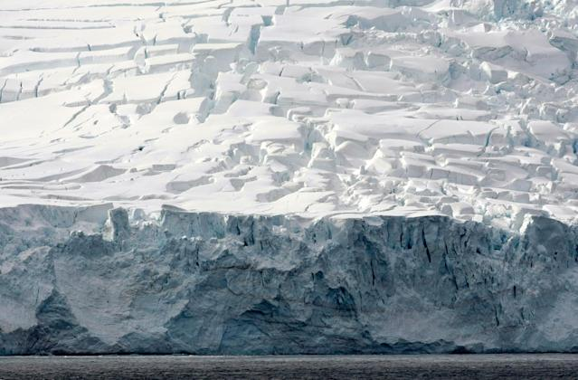 <p>Glaciers of Livingston Island are pictured in the Antarctica continent, Nov. 25, 2008. (Photo: Paulo Whitaker/Reuters) </p>