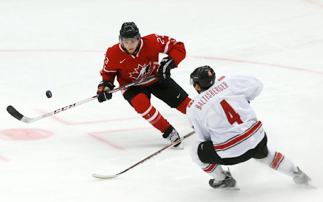 Canada's Sam Reinhart (L) and Switzerland's Phil Baltisberger play during the first period of their IIHF World Junior Championship ice hockey game in Malmo, Sweden, January 2, 2014. REUTERS/Alexander Demianchuk (SWEDEN - Tags: SPORT ICE HOCKEY)