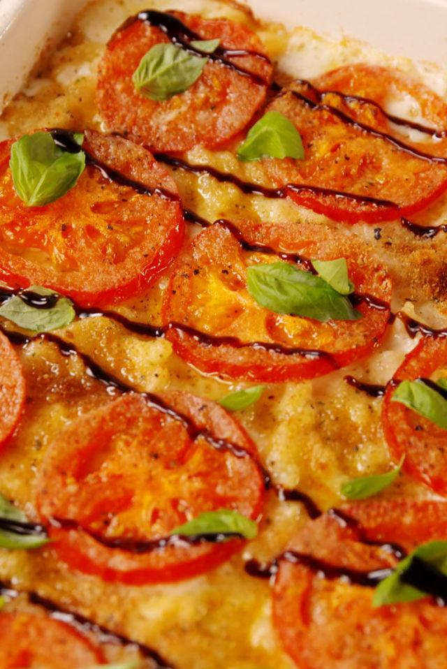 """<p><span>Caprese lovers, this mac is for you.</span></p><p>Get the recipe from <a rel=""""nofollow"""" href=""""http://www.delish.com/cooking/recipe-ideas/recipes/a54119/caprese-mac-cheese-recipe/"""">Delish</a>.</p>"""