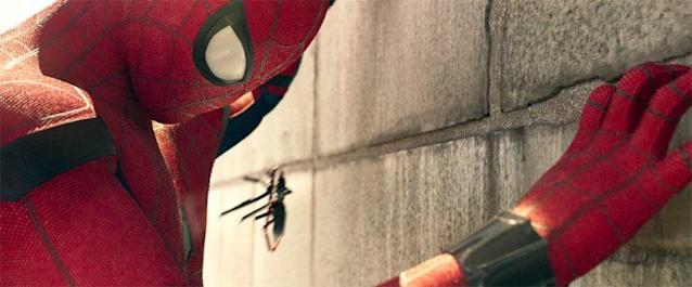 Spider-Man uses the drone in the trailer (Photo: Marvel)