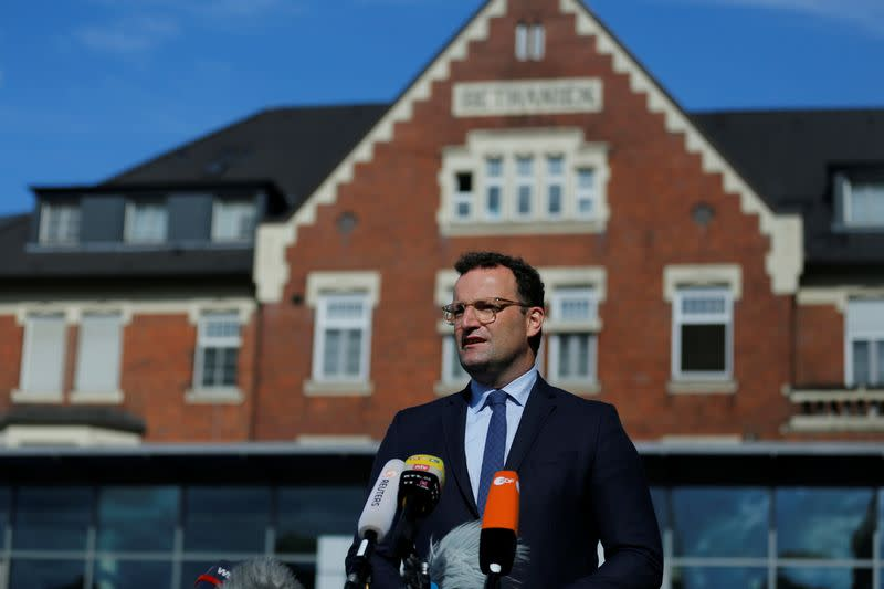 Spitting at politicians infringes constitution, German minister says