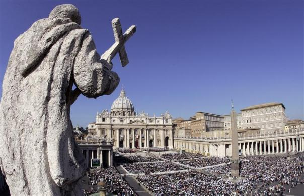 A general view of St. Peter square where Pope Benedict XVI celebrates the canonization ceremony in St. Peter square at the Vatican October 12, 2008.