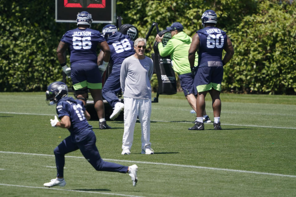 Seattle Seahawks head coach Pete Carroll, center, watches his NFL football practice Wednesday, June 16, 2021, in Renton, Wash. (AP Photo/Ted S. Warren)