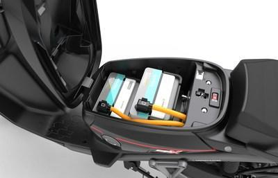 Dual battery for long commutes (CNW Group/Motorino Electric Cycles)