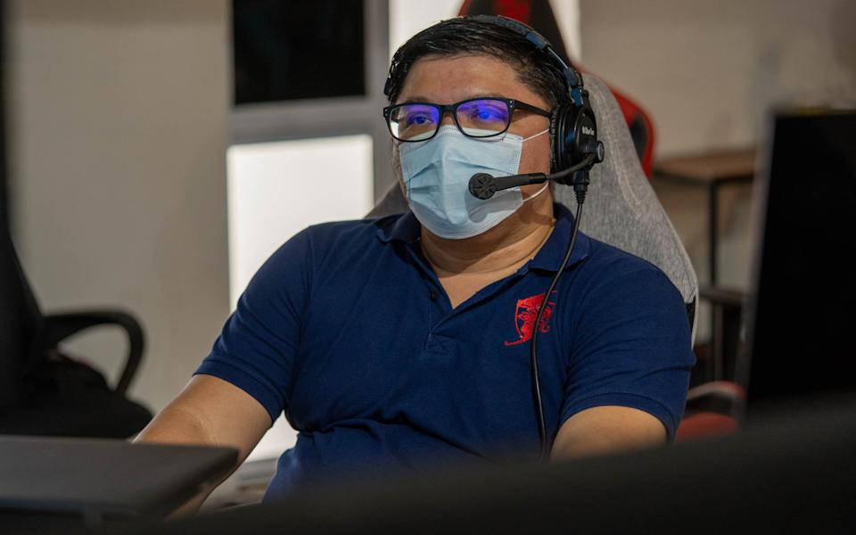 Neo Yong Aik behind the scenes of the MPL SG (Photo: Aloysius Low for Yahoo Esports SEA)