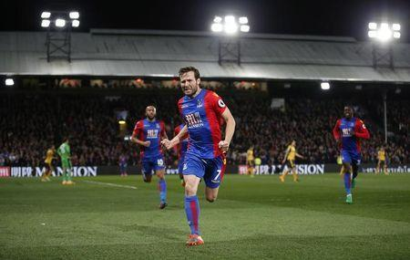 Britain Football Soccer - Crystal Palace v Arsenal - Premier League - Selhurst Park - 10/4/17 Crystal Palace's Yohan Cabaye celebrates scoring their second goal Action Images via Reuters / Matthew Childs Livepic
