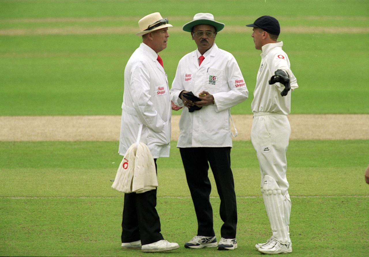 29 Jun 2000:  Alec Stewart (right) of England talks to umpires John Hampshire (left) and Srinivas Venkataraghavan, sponsored by Happy Shopper, during the second Test match at Lord's in London.  England won the match by two wickets. \ Mandatory Credit: Mike Hewitt /Allsport