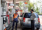 KOLKATA, INDIA - 2020/06/08: An Indian Oil Petrol Pump employee is seen wearing a face shield, as he fuels a customer's vehicle in an open Petrol Retail Outlet of Kolkata during the Covid-19 pandemic. India records 2,64,143 as lockdown has been lifted partially by Indian Government from 8th till June 30. (Photo by Avishek Das/SOPA Images/LightRocket via Getty Images)