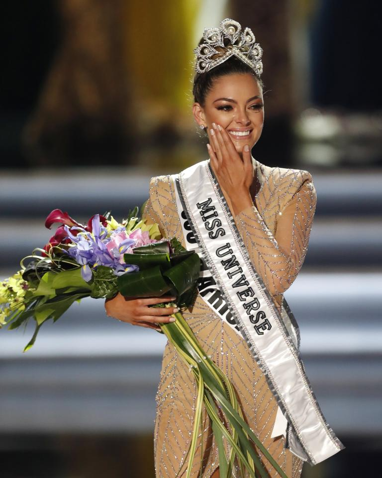<p>PBX26. Las Vegas (United States), 27/11/2017.- Miss South Africa Demi-Leigh Nel-Peters is crowned the 2017 Miss Universe following the completion of the pageant at The Axis at the Planet Hollywood Hotel and Casino in Las Vegas, Nevada, USA, 26 November 2017. (Sudáfrica, Estados Unidos) EFE/EPA/PAUL BUCK </p>