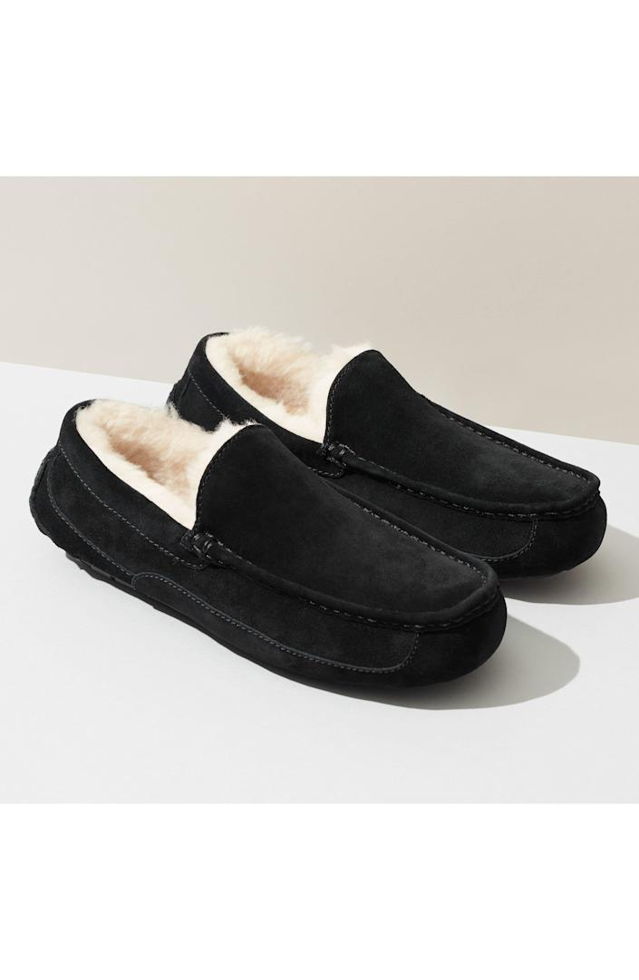 """<p><strong>UGG</strong></p><p>nordstrom.com</p><p><strong>$82.46</strong></p><p><a href=""""https://go.redirectingat.com?id=74968X1596630&url=https%3A%2F%2Fwww.nordstrom.com%2Fs%2Fugg-ascot-slipper-men%2F4922169&sref=https%3A%2F%2Fwww.goodhousekeeping.com%2Fholidays%2Fgift-ideas%2Fg27116208%2Fbest-gifts-for-dads%2F"""" rel=""""nofollow noopener"""" target=""""_blank"""" data-ylk=""""slk:Shop Now"""" class=""""link rapid-noclick-resp"""">Shop Now</a></p><p>Help him keep his feet warm and cozy with these slippers. They're designed with a rubber sole for indoor and outdoor wear, so he'll never have to (or want to!) take them off. </p>"""
