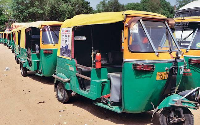 Apathy at government hospital in AP leads to lady delivering baby in auto-rickshaw