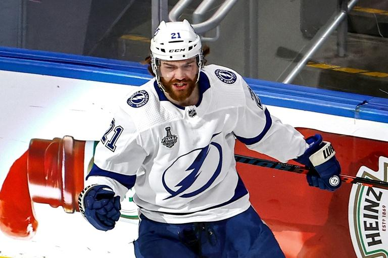 Lightning dominate Stars to claim second Stanley Cup title