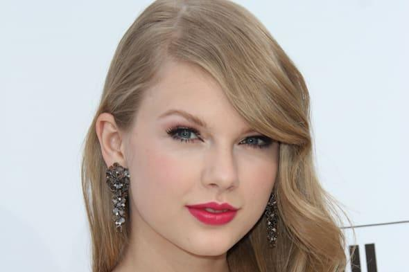 taylor swift at the 2011...