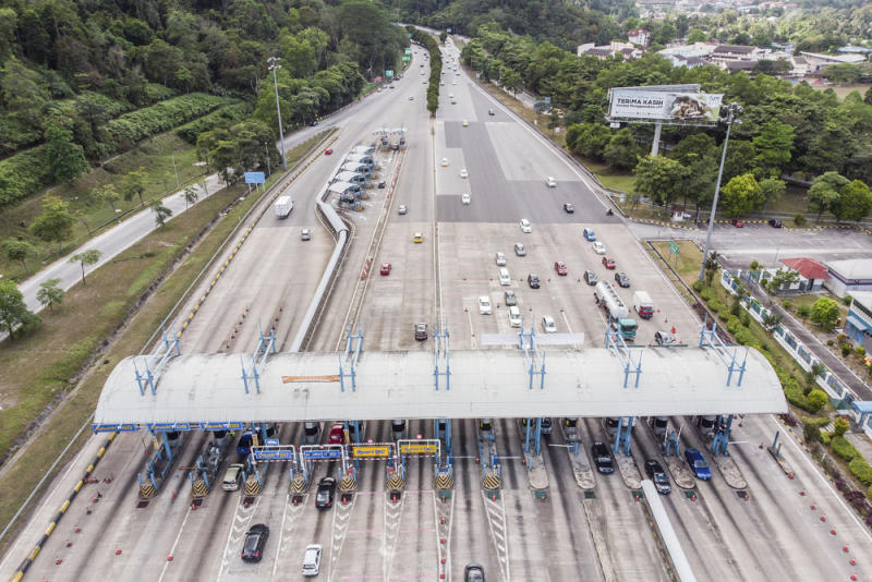An aerial view of the traffic at the Gombak Toll Plaza February 2, 2019. — Picture by Hari Anggara
