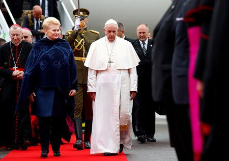 Lithuanian President Dalia Grybauskaite welcomes Pope Francis in Vilnius, Lithuania September 22, 2018. REUTERS/Max Rossi