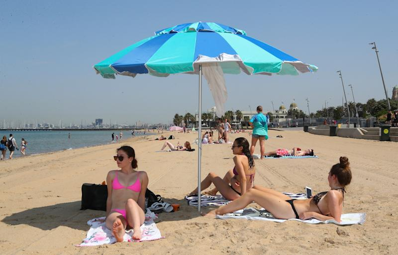 People flock to St Kilda beach as a heat wave sweeps across Victoria. Wednesday, December 18, 2019. Source: AAP Image/David Crosling.