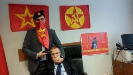 A gunman poses with Prosecutor Mehmet Selim Kiraz with a gun on his head after he was taken hostage in his office in a court house in Istanbul March 31, 2015. REUTERS/Halkin Sesi TV/Handout via Reuters