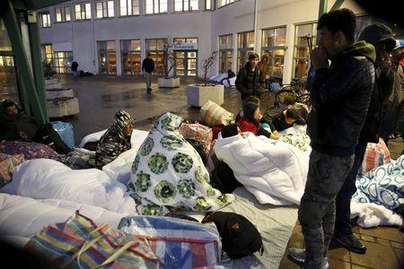 Refugees sleep outside the entrance of the Swedish Migration Agency's arrival center for asylum seekers at Jagersro in Malmo, Sweden, November 20, 2015.  REUTERS/Stig-Ake Jonsson/TT News Agency