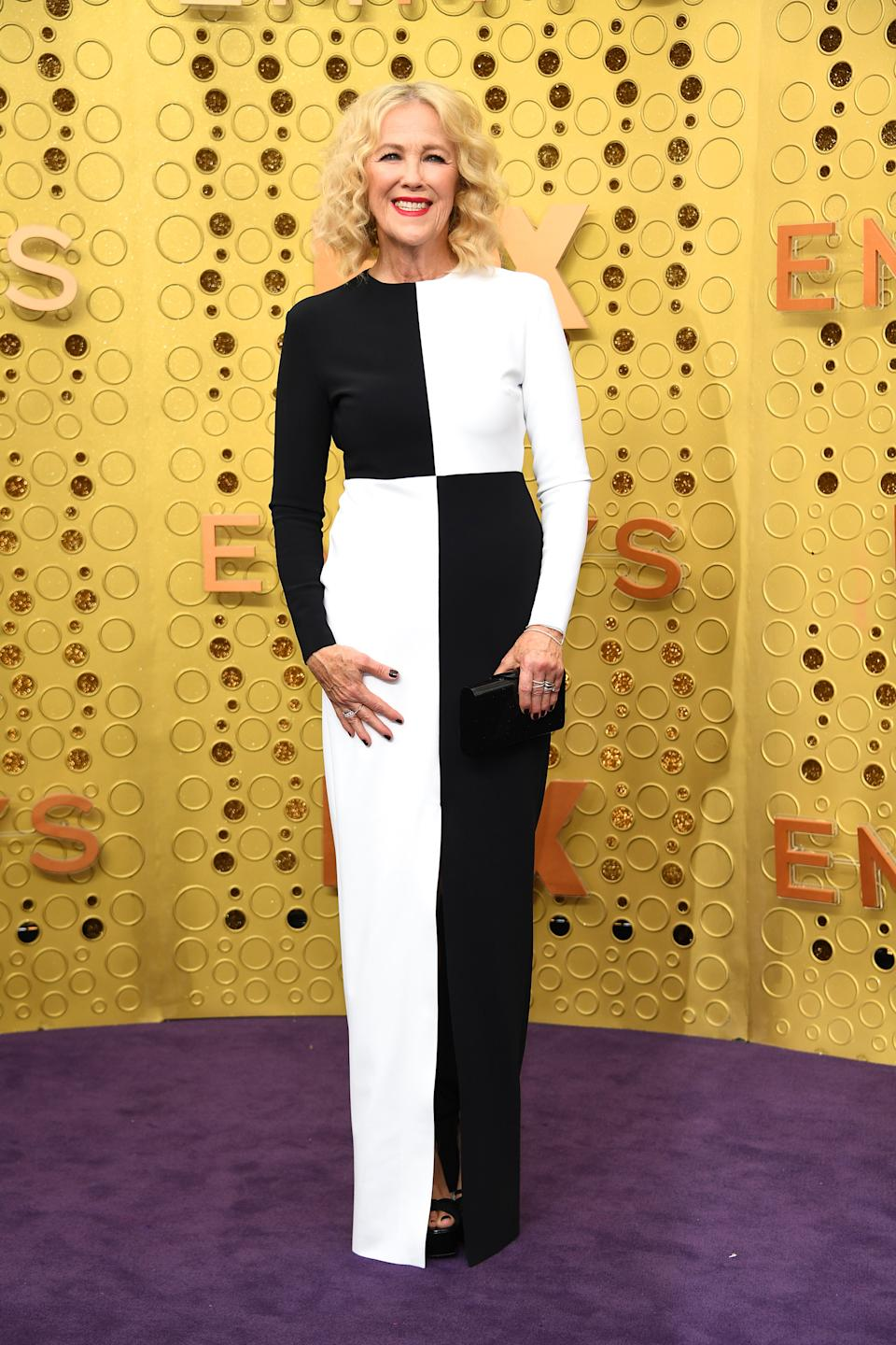 """The """"Schitt's Creek"""" star and nominee for """"Outstanding Lead Actress ina . Comedy Series"""" wore a monochrome look by Canadian designer Greta Constantine."""