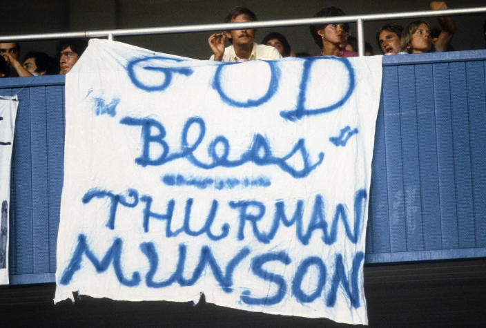 Yankees fans honored Munson throughout 1979. (Getty)