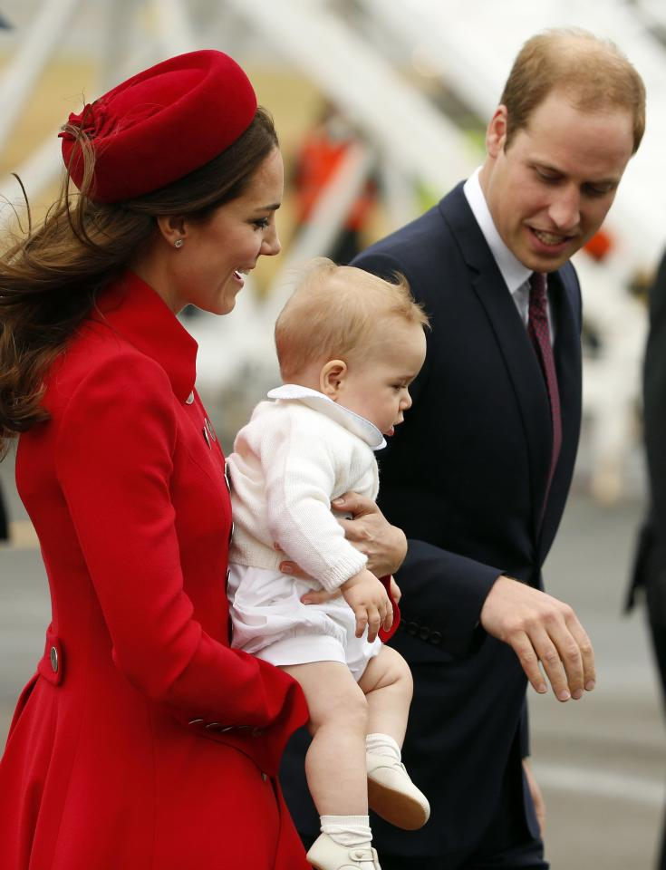 Britain's Prince William, his wife Catherine, Duchess of Cambridge and their son Prince George disembark from their plane after arriving in Wellington April 7, 2014. The Prince and his wife Kate are undertaking a 19-day official visit to New Zealand and Australia with their son George. REUTERS/Phil Noble (NEW ZEALAND - Tags: ROYALS ENTERTAINMENT)