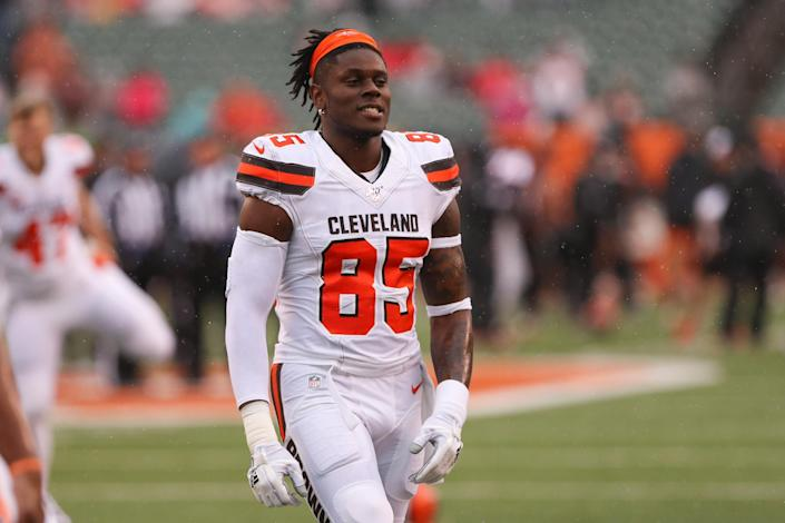 David Njoku is staying in Cleveland. (Photo by Ian Johnson/Icon Sportswire via Getty Images)