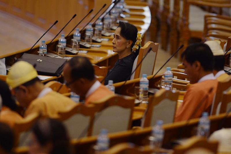 Myanmar democracy icon Aung San Suu Kyi (C) and other members of the National League of Democracy (NLD) party wait in the parliament before the historic presidential vote on March 15, 2016 (AFP Photo/Romeo Gacad)
