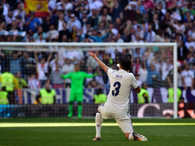 Real Madrid's Pepe celebrates a goal during their matcha gainst Atletico de Madrid at the Santiago Bernabeu stadium in Madrid on April, 8, 2017 (AFP Photo/GERARD JULIEN)