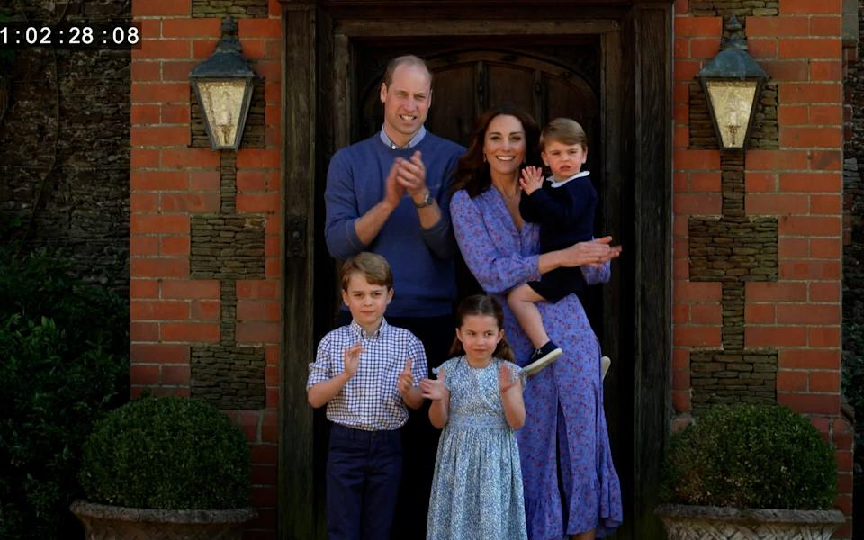 Kate, William, George, Charlotte and Louis clap for carers - BBC