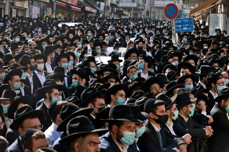 Thousands of Ultra-orthodox Jewish men attended the funeral of Rabbi Aharon David Hadash in Jerusalem