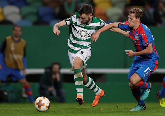 Soccer Football - Europa League Round of 16 First Leg - Sporting CP vs Viktoria Plzen - Estadio Jose Alvalade, Lisbon, Portugal - March 8, 2018 Sporting's Bruno Fernandes in action with Viktoria Plzen's Patrik Hrosovsky REUTERS/Rafael Marchante