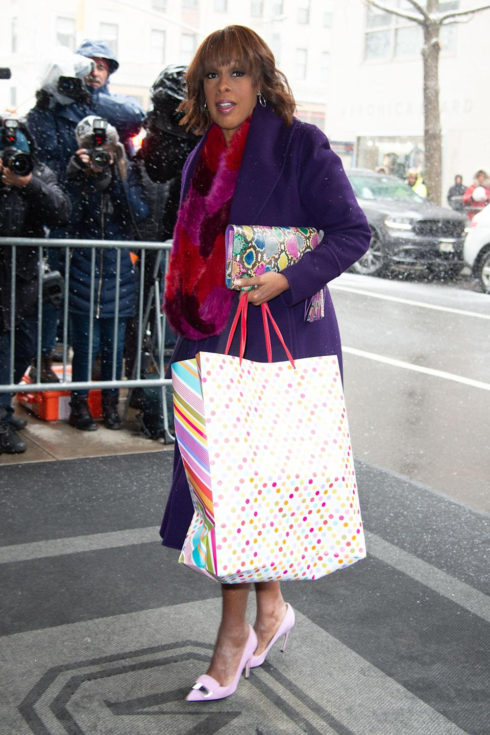 Gayle King arrives at The Mark hotel in New York carrying a gift bag [Photo: Getty]