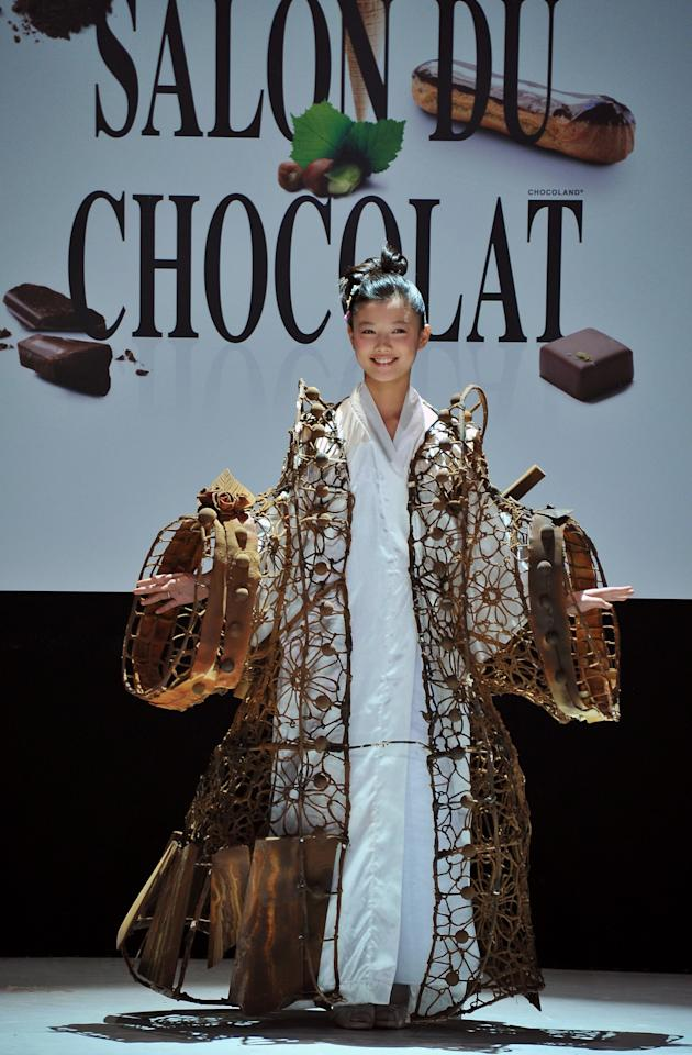 PARIS, FRANCE - OCTOBER 30:  Actress Kim Yoo Jung walks down the runway during the 18th Salon Du Chocolat at Parc des Expositions Porte de Versailles on October 30, 2012 in Paris, France.  (Photo by Pascal Le Segretain/Getty Images)