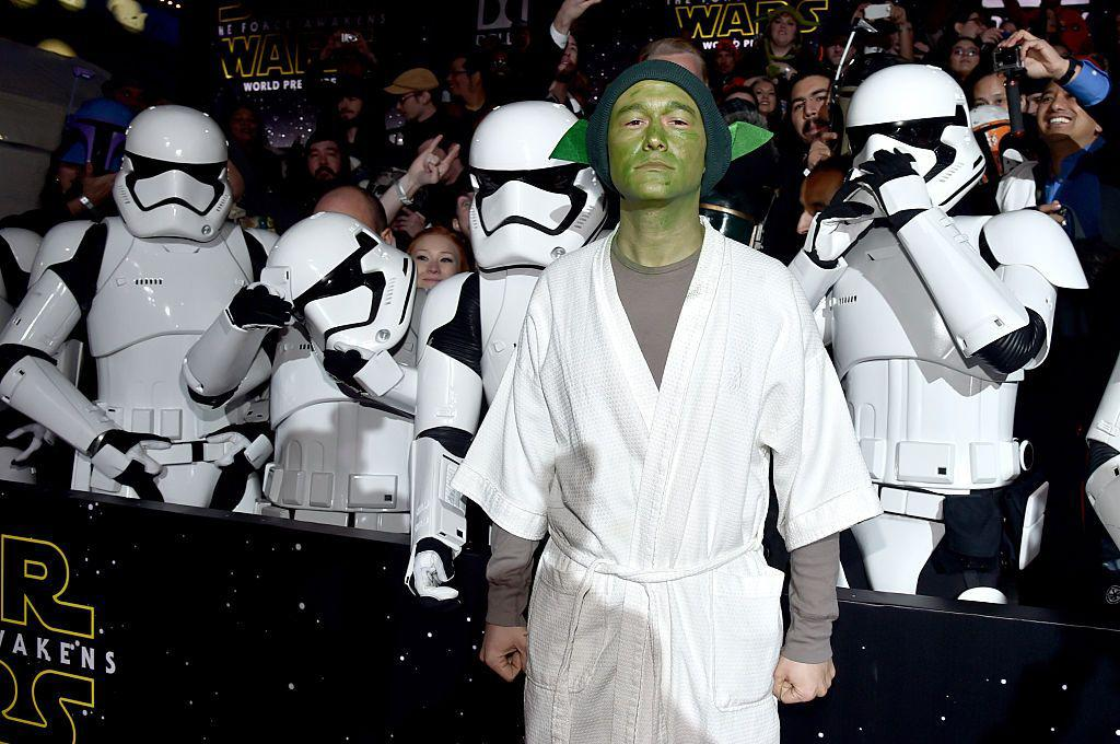 <p>Didn't you know that JGL was in <em>Star Wars</em>? Well, he's not, he was just so excited for the 2015 premiere of <em>Star Wars: The Force Awakens</em> that he showed up dressed as Yoda. (Photo: Alberto E. Rodriguez/Getty Images for Disney) </p>