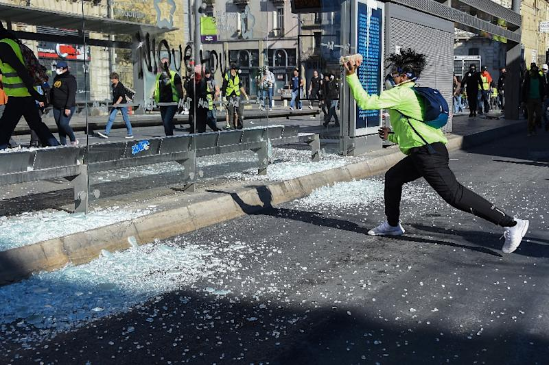 Vandals and looters have left a trial of destruction on the margins of France's 'yellow vest' protests (AFP Photo/Sylvain THOMAS                      )
