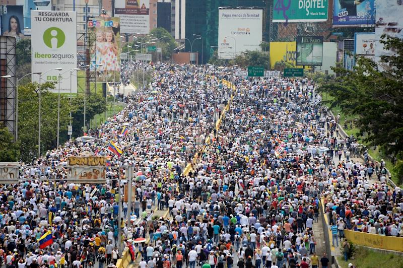 Oppositon activists march along Francisco Fajardo highway, during a protest against President Nicolas Maduro in Caracas, on May 10, 2017 (AFP Photo/FEDERICO PARRA                      )