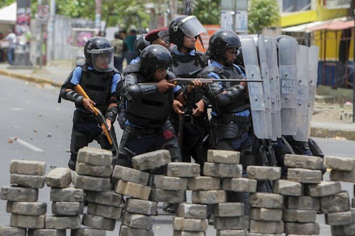 Riot police agents clash with students in front of the Engineering University during an April protest against government's social security reforms (AFP Photo/INTI OCON)