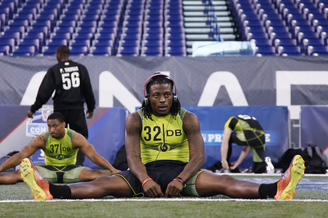 INDIANAPOLIS, IN - FEBRUARY 28: Defensive back Dre Kirkpatrick of Alabama gets ready to run the 40-yard dash during the 2012 NFL Combine at Lucas Oil Stadium on February 28, 2012 in Indianapolis, Indiana. (Photo by Joe Robbins/Getty Images)