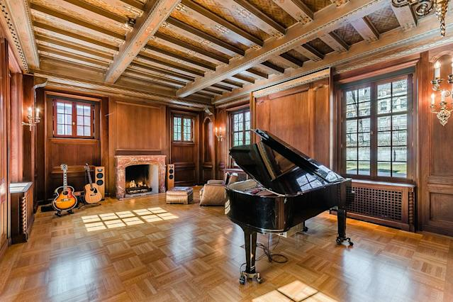 <p>Located in affluent Westmount on the island of Montreal, this home has quite the pedigree. (Listing via <span>Sotheby's</span>) </p>