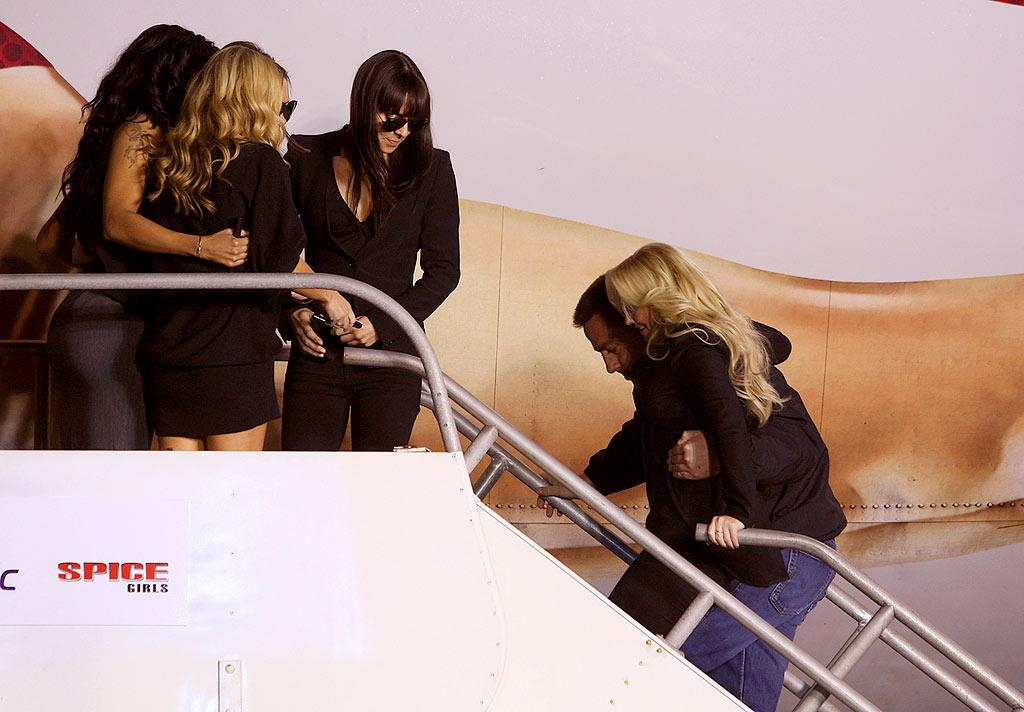 """The girls watch in horror as Baby is hoisted on to the plane. """"Don't break a nail!"""" John Shearer/<a href=""""http://www.wireimage.com"""" target=""""new"""">WireImage.com</a> - December 12, 2007"""