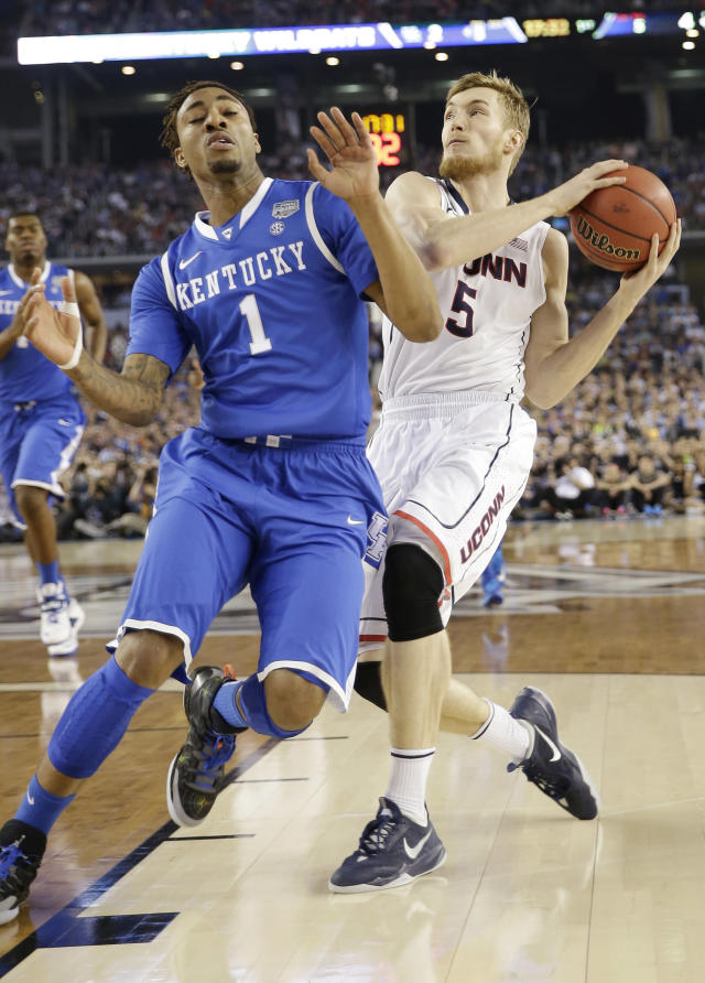 Connecticut guard Niels Giffey (5) takes the ball behind Kentucky guard James Young (1) during the first half of the NCAA Final Four tournament college basketball championship game Monday, April 7, 2014, in Arlington, Texas. (AP Photo/David J. Phillip)