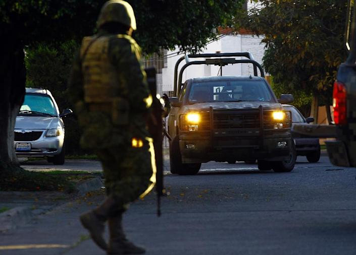 """Mexican soldiers in a military operation during which Ruben Oseguera Gonzalez, aka """"el Menchito"""", was arrested, in Guadalajara on January 30, 2014 (AFP Photo/Hector Guerrero)"""