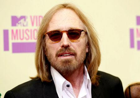 FILE PHOTO: Musician Tom Petty arrives for the 2012 MTV Video Music Awards in Los Angeles, September 6, 2012.  REUTERS/Danny Moloshok/File Photo