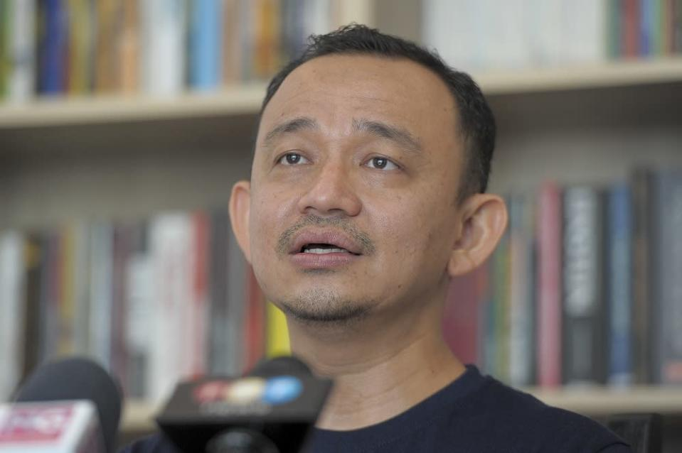 Maszlee Malik speaks to reporters at a press conference in Cyberjaya November 11, 2020. — Picture by Shafwan Zaidon