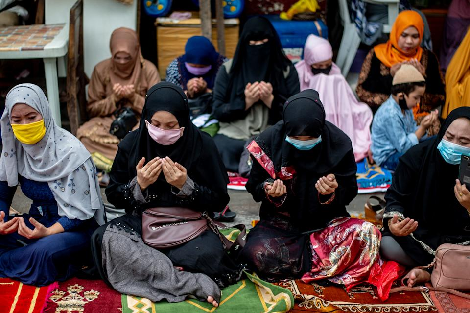 Filipino Muslims pray along the street outside the mosque during Eid'l Adha on July 31, 2020 in Manila, Philippines.(Photo by Lisa Marie David/NurPhoto via Getty Images)