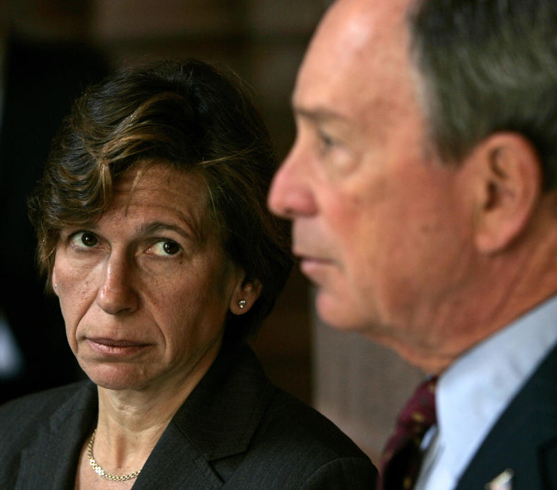 Deadline looms for NYC deal on teacher evaluations