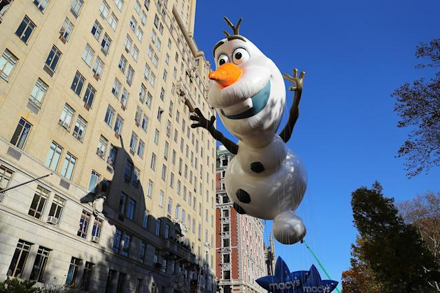 """<p>The first appearance of """"Frozen's"""" Olaf balloon in the 91st Macy's Thanksgiving Day Parade in New York, Nov. 23, 2017. (Photo: Gordon Donovan/Yahoo News) </p>"""
